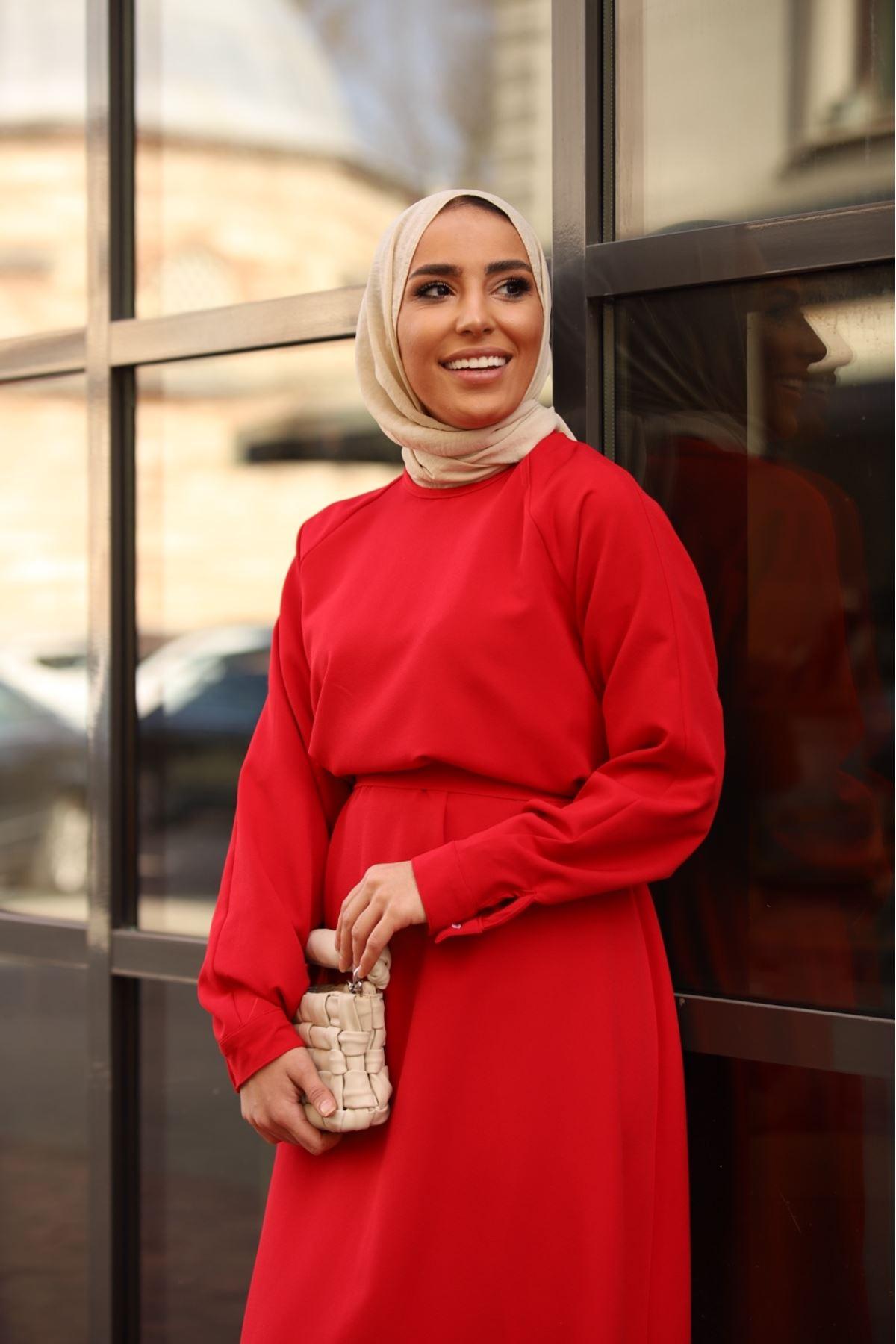 Kemerli düz elbise - Kırmızı